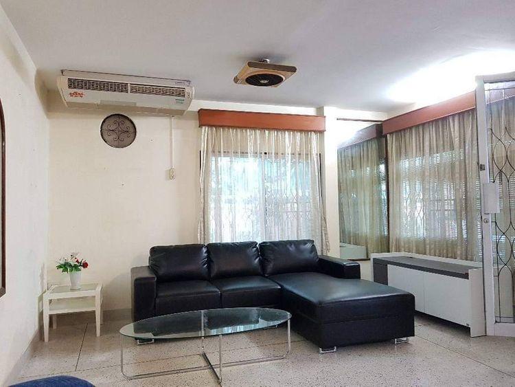 ให้เช่าบ้านเดี่ยว 2 ชั้น หมู่บ้านอยู่เจริญรัชดาซอย3  ใกล้ MRT พระราม 9 ซอยสถานฑูตจีน  กรุงเทพฯ