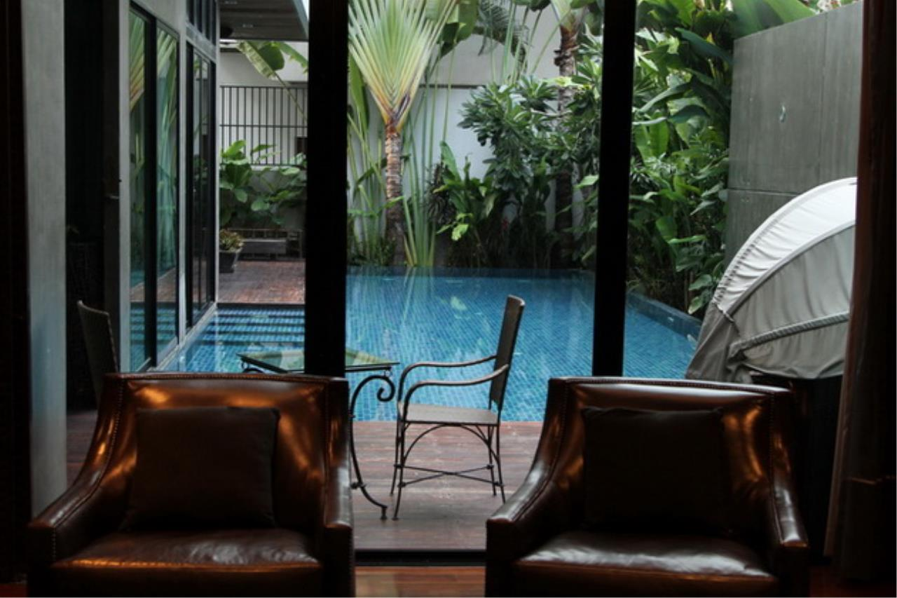Luxury House with Pool Phrom Phong - 752 Sqm Total area 1250 Sqm - For sale 270 MB THB, ภาพที่ 2