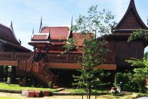 ขายบ้าน 2 ชั้น ด่วน บ้านทรงไทยไม้สัก ยกสูง บนที่ดิน 3 งาน เพิ่งสร้างปี 2560 โพรงมะเดื่อ · เมืองนครปฐม · นครปฐม