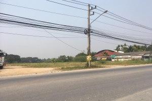 ขายที่ดินทำเลทอง ติดถนนหลัก  10.5 ไร่ หน้ากว้างกว่า 60 เมตร แม่คือ · ดอยสะเก็ด · เชียงใหม่
