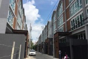 ขายหรือให้เช่าสำนักงาน ในโครงการ โครงการบ้านใหม่ HOF HOME & OFFICE บางจาก พระโขนง กรุงเทพมหานคร