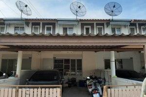 ขายทาวน์โฮม 2 ชั้น  ในโครงการ แฟมิลี่ซิตี้ สุขประยูร นาป่า · เมืองชลบุรี · ชลบุรี