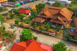 ขายที่ดินพร้อมสิ่งปลูกสร้างเรือนไม้สักกึ่งทรงไทย พื้นที่ขนาด 369 ตารางวา ต.บ้านกลาง อ.เมือง จ.ลำพูน