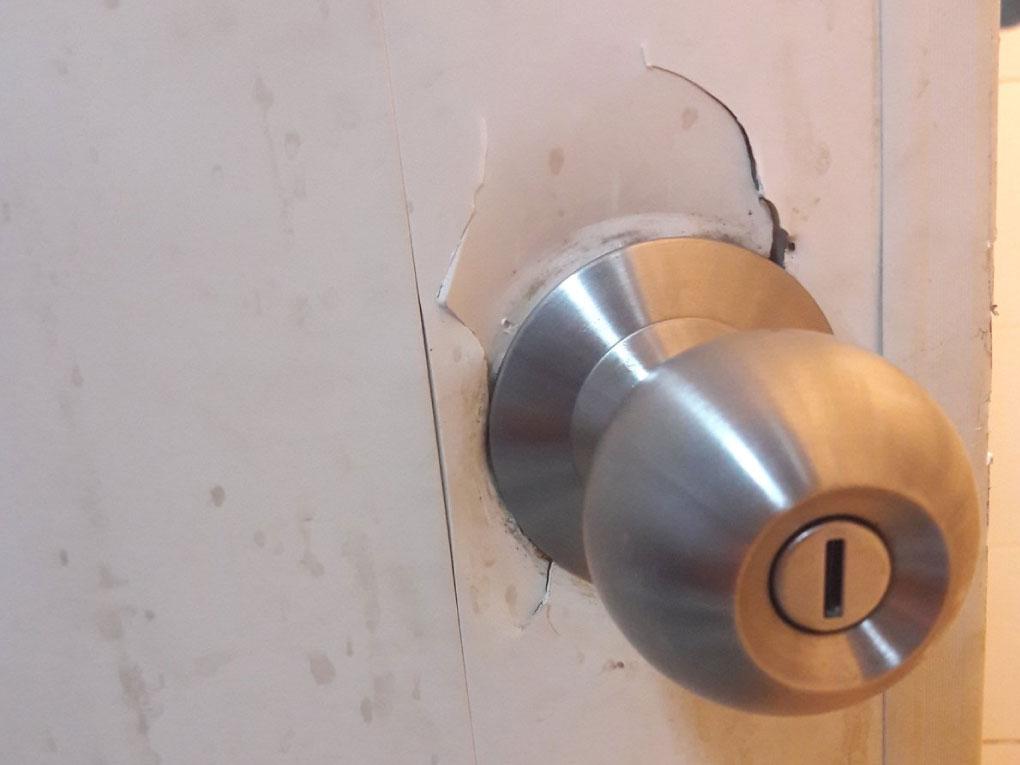 วิธีซ่อมประตู PVC