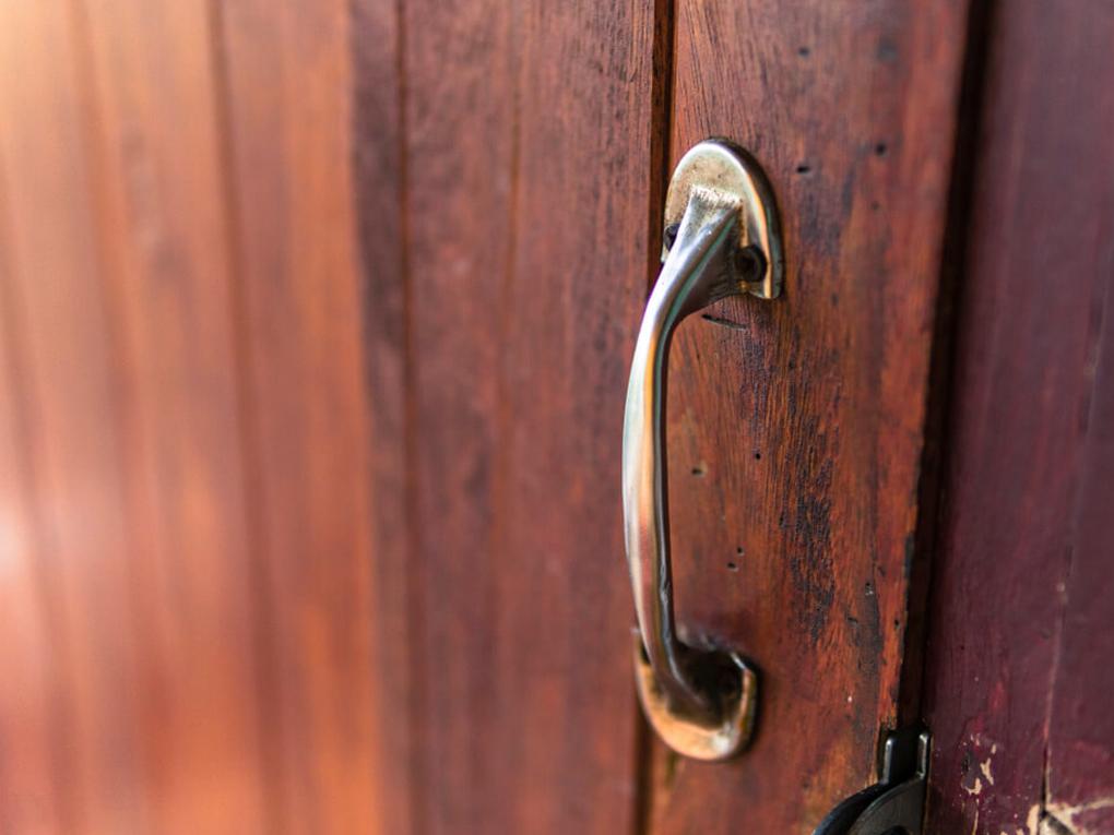 ประตูไม้ดัง