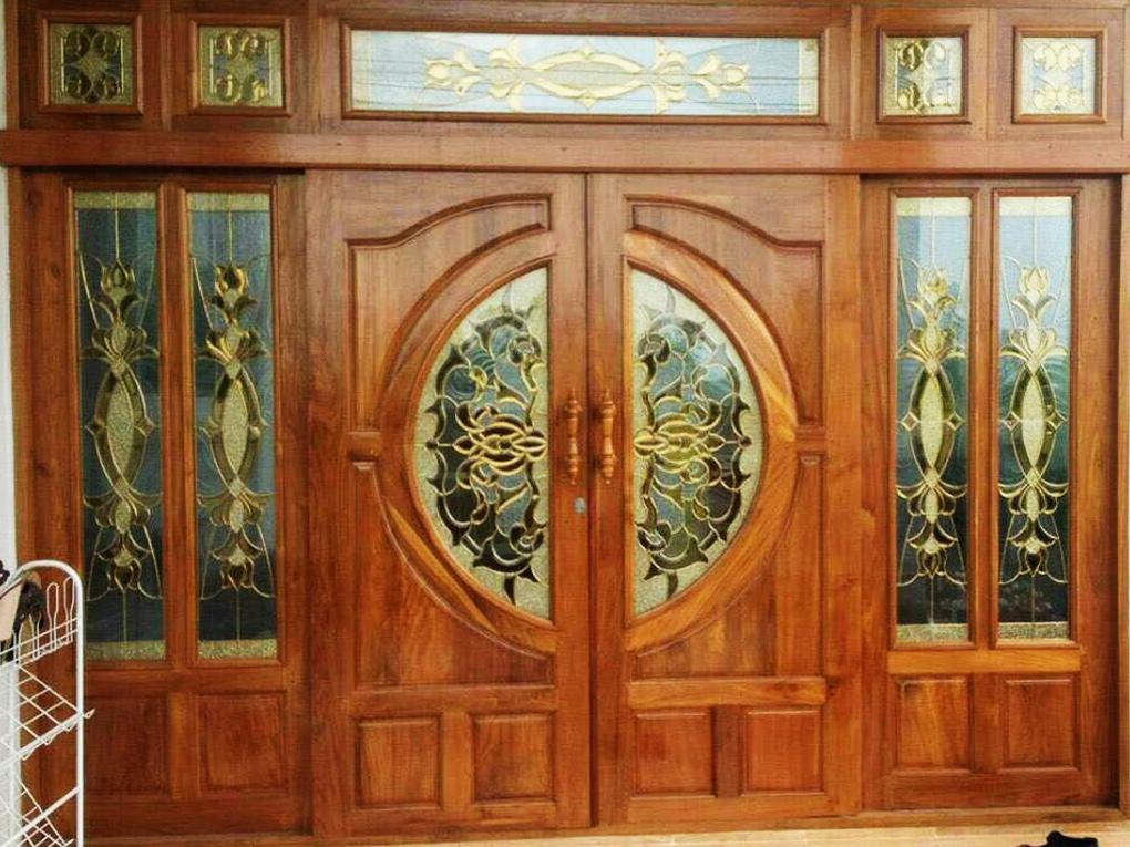 ประตูไม้บานคู่