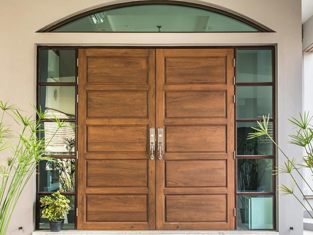 ประตูไม้ราคาถูกกว่าไม้สัก