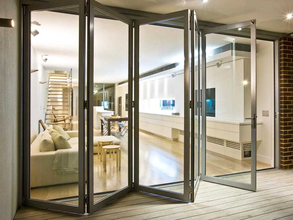 ประตูกระจกบานเฟี้ยมแพงกว่าบานเลื่อน