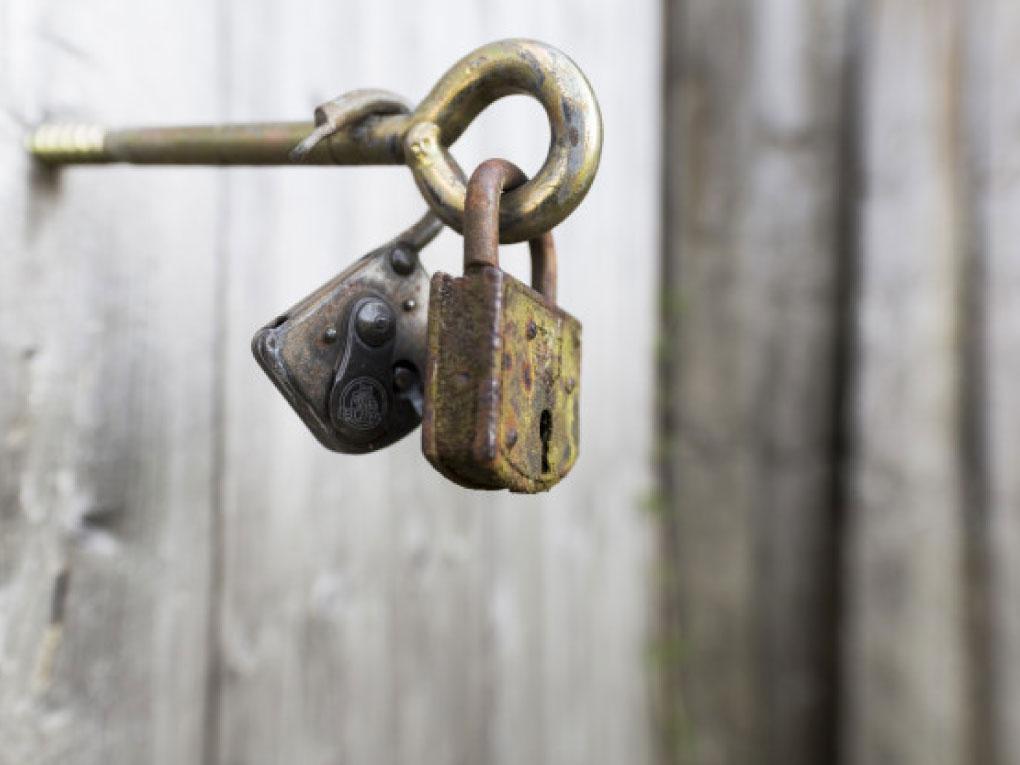 กุญแจขึ้นสนิม