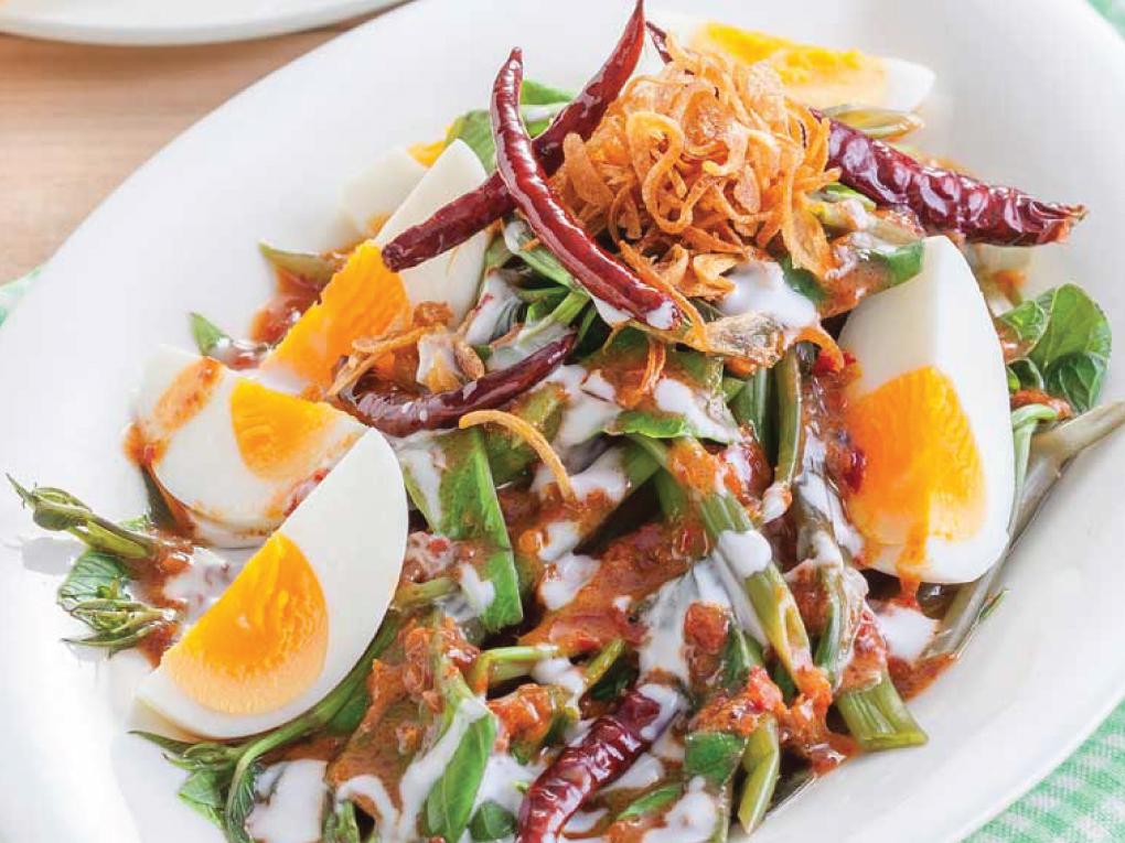 ยำผักบุ้งน้ำพริกเผาไข่ต้ม