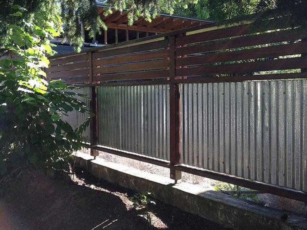 รั้วบ้านสังกะสี
