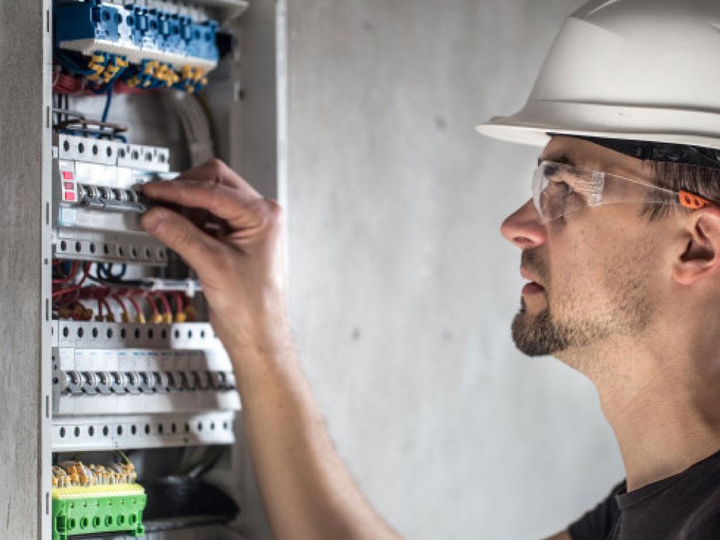 ไฟฟ้าลัดวงจรต้องทำอย่างไร