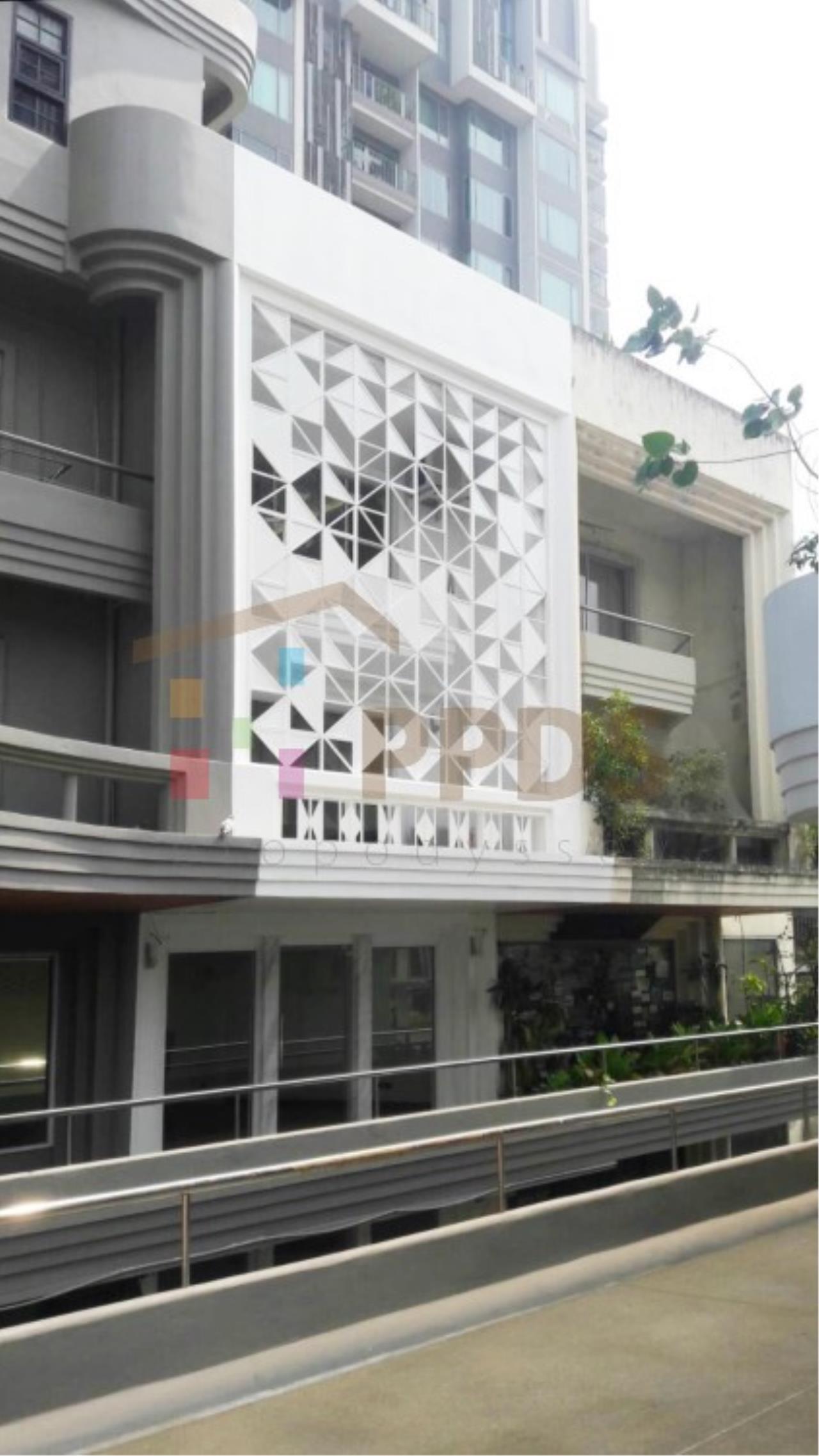 Brand New Home Office for rent on Ekkamai Road