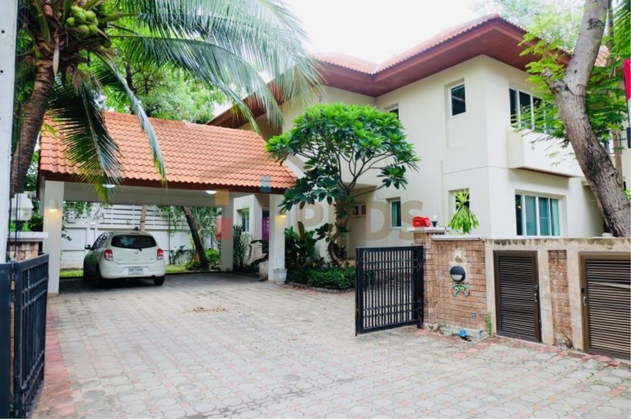 Nichada Thani near ISB School on Samakee Road for rent 4 bedrooms
