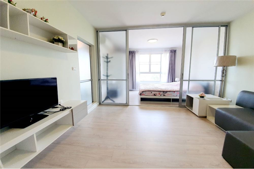 # Sale DCondoHyde, quality modern style condo. With complete facilities, wide interior, bright, clean light, focus on privacy, near the city #Easy to travel #Near the city #Near the famous department store Chiang Rai <BR> <BR> <BR> Offering only 1.59 million baht <BR> <BR> <BR>Room in Building B, 7th floor <BR>Room size: 30.23 square meters <BR>1 bedroom <BR>1 living room <BR>1 built-in kitchen <BR>1 bathroom <BR>1 balcony <BR> <BR> <BR>1 bed with grade A mattress <BR>Built-in wardrobe <BR>Dressing table 1 set <BR>1 sofa set <BR>Double curtain <BR>Wallpapers <BR>1 TV set <BR>1 refrigerator <BR>1 water heater <BR>1 air conditioner <BR>Dining table 1 set <BR>Bill-in living room shelf <BR>1 microwave <BR>1 fan <BR> <BR> <BR> <BR> <BR> Facilities of D Condo <BR> Club house <BR> Swimming pool (size 12 meters wide x 25 meters deep) <BR> Central leisure garden <BR> Fitness room <BR> CCTV 24 hours <BR> 24 hours security guards <BR> 7-11 vending machine <BR> <BR> <BR> <BR> <BR>Highlights of the condo <BR>Use A grade materials for construction. Anti earthquake <BR> Close to famous department stores <BR> Located in the center of Chiang Rai city <BR> Close to restaurants and cafes. <BR> Comfortable travel <BR> <BR> <BR>Nearby Places <BR>- # Big C Supercenter (300 meters) / 1 minute <BR>- # Central Plaza Chiang Rai (Opposite the footbridge, walk 5 minutes) <BR>- # Makro Chiang Rai (9.2 km.) / 16 minutes <BR>- # Chiang Rai airport (10 km.) / 17 minutes <BR>- # Mae Fah Luang University (20 km.) / 35 minutes <BR>- # Clock Tower and Chiang Rai city center (3.2 km.) / 7 minutes <BR>- # Kasemrad Hospital Sriburin (1.1 km.) / 4 minutes <BR>- # Chiang Rai Prachanukhro Hospital (2.7 km.) / 7 minutes <BR>- # Samakkhi Witthayakhom School (3.6 km.) / 9 minutes <BR> <BR> <BR>Close to famous restaurants and cafes. <BR>- # Muang Thong Restaurant, Restaurant 2.6 km / 6 minutes <BR>- # Salung Kham Restaurant 3.4 km / 7 minutes <BR>- # Shop Manorom 6.4 km. / 14 minutes <BR>- # Ordinary life shop 
