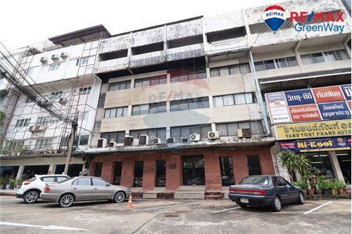 อาคารพาณิชย์เพชรบุรีตัดใหม่ บางกะปิ Carpets Inter