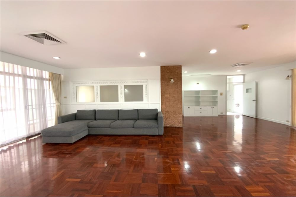 renovated 4 bed for rent near BTS Prompong