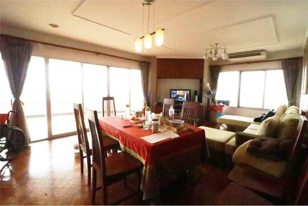 ขายคอนโด  Bangkok River Marina (บางกอก ริเวอร์ มารีนา) 181.07 ตรม. 3 ห้องนอน 3 ห้องน้ำ วิวสวย ติดแม่น้ำเจ้าพระยา