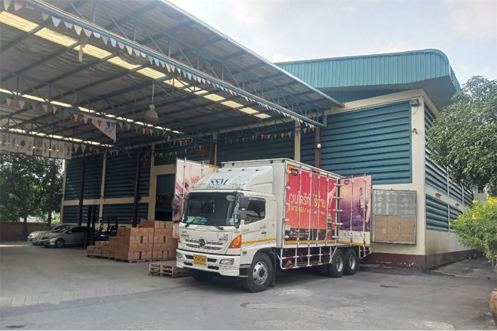 Warehouse for rent near The Mall Bang Khae (Kanchanaphisek) 50-1,000 sq m. <BR>Located: : 176 Kanchanaphisek Rd, Lak Song, Bang Khae, Bangkok 10160 <BR>Location: https://goo.gl/maps/MHX6gyodwFGsegXz6 <BR>13.687789, 100.403952 <BR>Area size : 50 -1,000 sq m. <BR>Rental price starts at 150 baht / square meter <BR>----------------------------------------------- <BR> <BR>Interested, contact to see property, please notify in advance <BR>Contact number <BR>0923797444 <BR>0817514440 <BR>--------------------------------------- <BR>Follow our news at <BR>IDLINE: @ 501osbdv <BR>Tiktok: platinumfac <BR>Website: platinumfac.com <BR>FB: facebok.com/platinumfactory3 <BR>Blockdit: www.blockdit.com/platinumfactory <BR>email: property.user19@gmail.com