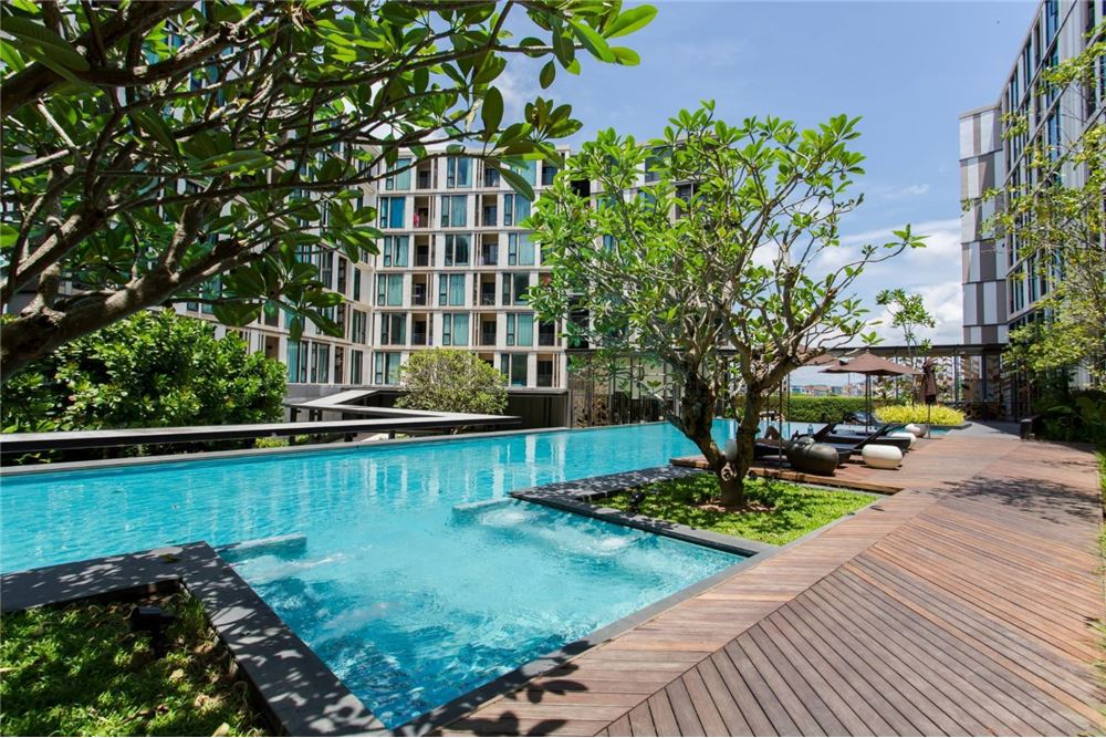 Located in Phuket Town, Apartment 1 Bedroom, 1 Bathroom, 33 sq.m, fully furnished with 2 air conditioning (Bedroom & Living room), and a kitchenette including a Microwave, Fridge. Electric Stove, Electric Kettle... There is a seating and a dining area and a digital TV flat screen. <BR> <BR>The apartment offers an outdoor pool, Fitness Center <BR> <BR>Guests can relax in the garden at the property. <BR> <BR>2 490 000 THB <BR> <BR>Project Facilities <BR>- Lobby <BR>- Wi-Fi <BR>- Fitness Center <BR>- Garden <BR>- Communal Pool <BR>- Outdoor Area <BR>- Recreation Area <BR>- Car Parking <BR>- Passenger Elevators <BR>- CCTV <BR>- 24 hours of Security System <BR>- Key Card Access System <BR> <BR>Tesco Lotus - Phuket Town 0.7 km <BR> <BR>Bangkok Hospital Phuket 1.1 km <BR> <BR>Phuket International Airport 23.1 km <BR> <BR>Phuket Rajabhat University 1.9 km <BR> <BR>Central Festival Phuket 1 km