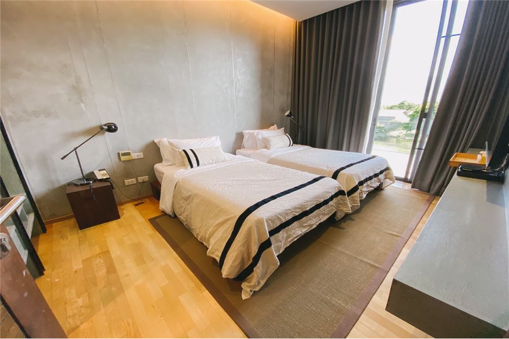 Detail: Kirimaya Atta The Condo <BR>Building 1, 4th floor, room side, room number 104B06, size 102.50 sq m. <BR>See the most beautiful lake view in Khao Yai. <BR>Location: 1/3 Moo 6 Thanarat Rd., Mu Si Subdistrict, Pak Chong District, Nakhon Ratchasima Province <BR>Amphur / Khet Pakchong, Nakhon Ratchasima Province <BR>Map: https: //goo.gl/maps/YYdoH <BR>Selling price 13,000,000 baht <BR> <BR>Contact number <BR>0923797444 <BR>0817514440 <BR>--------------------------------------- <BR>Follow our news at <BR>IDLINE: @ 501osbdv <BR>Tiktok: platinumfac <BR>Website: platinumfac.com <BR>FB: facebok.com/platinumfactory3 <BR>Blockdit: www.blockdit.com/platinumfactory <BR>email: property.user19@gmail.com