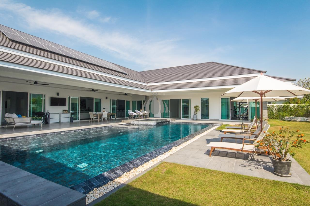 Luxury Pool Villa 3 or 5 bedrooms 6 bathroom