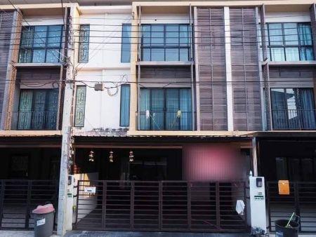 ให้เช่า ทาวน์โฮม 3ชั้น  3ห้องนอน 3ห้องน้ำ หน้ากว้าง 5.5เมตรจอดรถได้2คัน เดอะ คอนเน็ก อัพ 3 174 ตรม. 22 ตร.วา ใกล้ถนนหลัก ใกล้ MRTหลักสอง