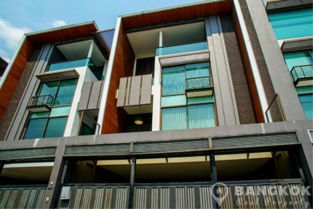 Stunning Luxury 4 Bed 5 Bath Ekkamai Townhouse near BTS