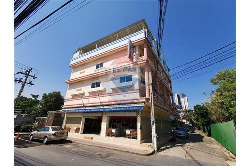 For Rent Building in Sukhumvit 66