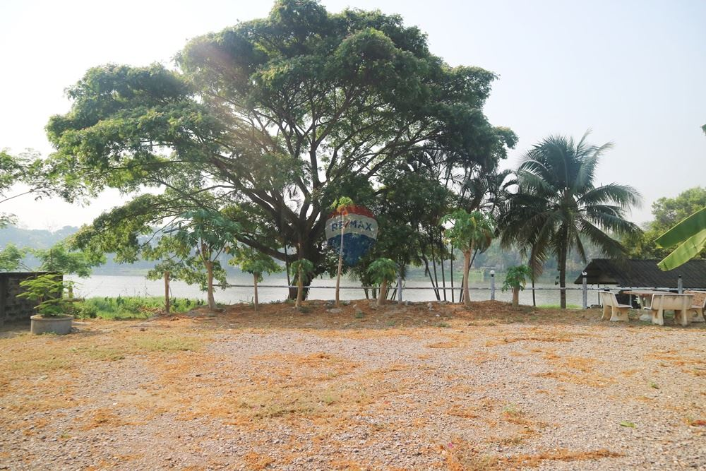 Land for sale for investment near the Kok River, near tourist attractions, cafes, restaurants, river view, very suitable for investment Land close to the river in Chiang Rai Not easily found in this zone. <BR>#For those who are looking for land in a prime location For investment  <BR> <BR>Offer this land !!!!   <BR> <BR>Beautiful plot of land for sale, land size 2 ngan 95.8 sq.w. + germinated about 200 sq.w., good location, land suitable for business investment, such as restaurants, cafes, hotels. <BR>Land adjacent to Manorom coffee shop and Suankularb Restaurant Close to a Chivit Thamma Da Coffee shop and The hottest restaurants and cafes in Chiang Rai, Convenient transportation and can be easily found. <BR> <BR>#Property details <BR>- Total land area 295.8 Sq.m. <BR> <BR>#Location : Rimkok Subdistrict, Mueang Chiang Rai District, Chiang Rai Province. <BR> <BR>#GPS : https://goo.gl/maps/dBG6ZEdNuXx <BR> <BR>#Offering price 33,000,000 baht, only one place in Chiang Rai !!!!!!!! <BR> <BR>#Nearby places <BR>- Manorom Coffee Shop, approximately 1.1 km. <BR>- Chivit Thamma Da Coffee shop, approximately 250 meters  <BR>- Wat Rong Suea dance, approximately 450 meters  <BR>- Ban Mai fresh market, approximately 1.2 km.  <BR>- Luck Swan Hotel, approximately 1 km  <BR>- Spicy Papaya Salad restaurant, approximately 550 meters  <BR>- Pornprasert Garden, approximately 1.2 km.  <BR>- Piti Sueksa School, approximately 1.9 km.  <BR>- Aek Ocha Restaurant, approximately 1.5 km