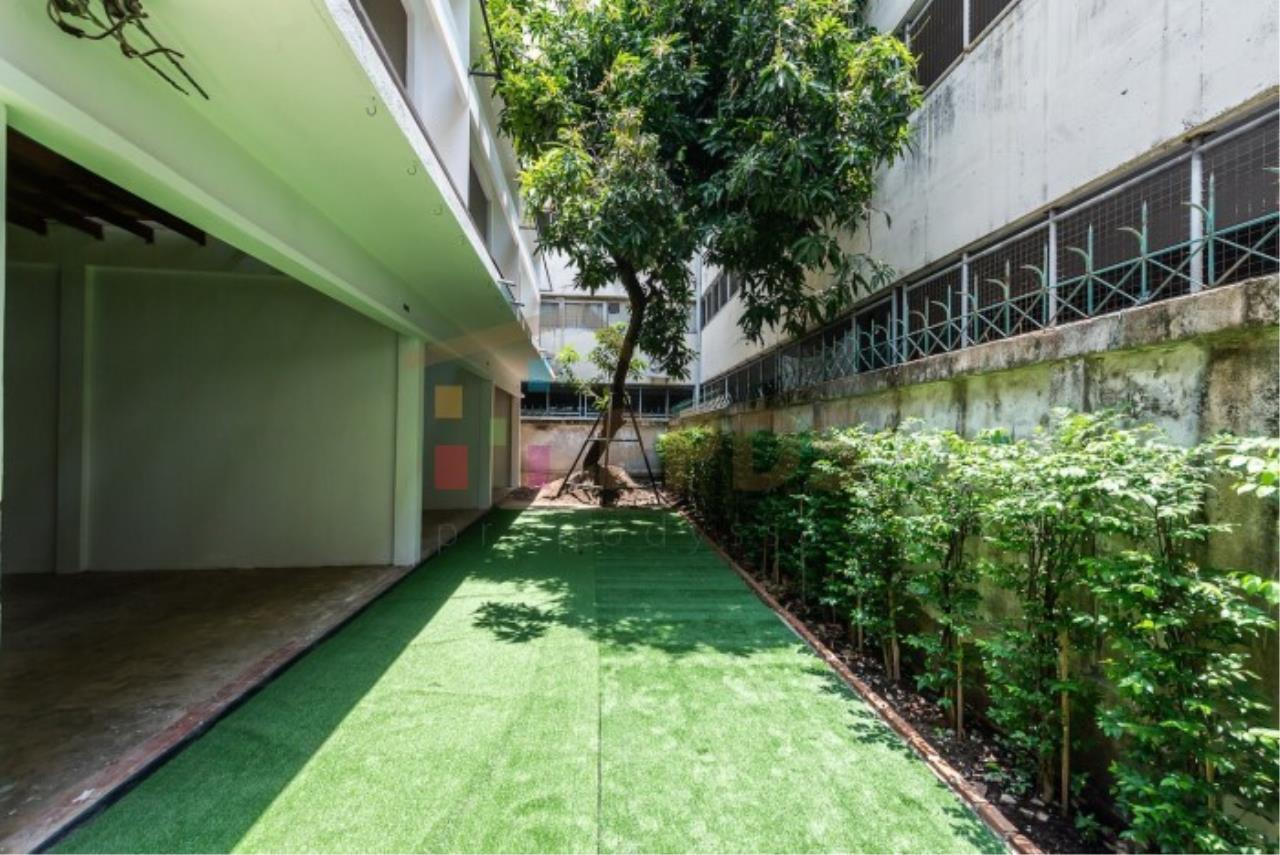Rent/Sale Minimal Style house at Ratchadamnoen-Nok – Pranakorn area suitable for business Hostel Gallery or coffee shop