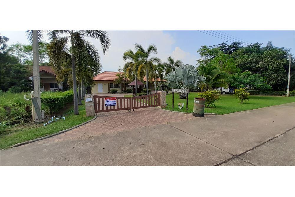 House for sale in Kaeng Krachan Golf course